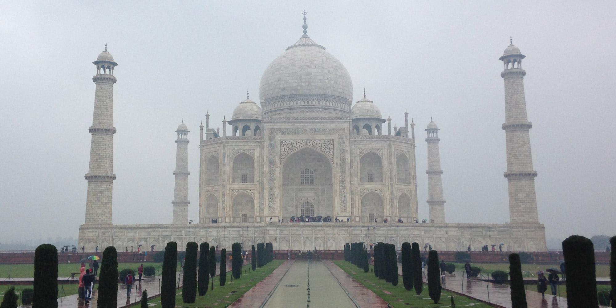 Taj mahal entrance centered